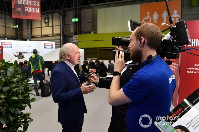 David Richards, presidente di Motorsport UK, parla alla stampa
