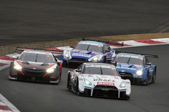Frederic Makowiecki, NDDP Racing with B-Max Nissan GT-R NISMO GT500, Tadasuke Makino, Nakajima Racing Honda NSX-GT