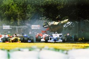 Incidente di Martin Brundle, Jordan Peugeot, al GP d'Australia del 1996