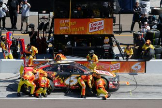 Ross Chastain, Roush Fenway Racing, Ford Mustang Oscar Mayer pit stop