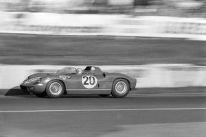 Жан Гише и Нино Ваккарелла, Scuderia Ferrari, Ferrari 275P