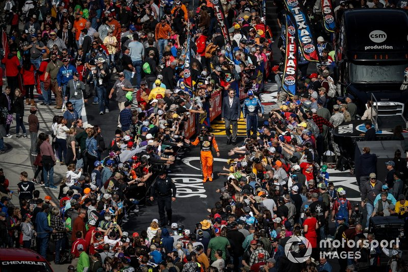 Martin Truex Jr., Joe Gibbs Racing, Toyota Camry Bass Pro Shops, driver introductions