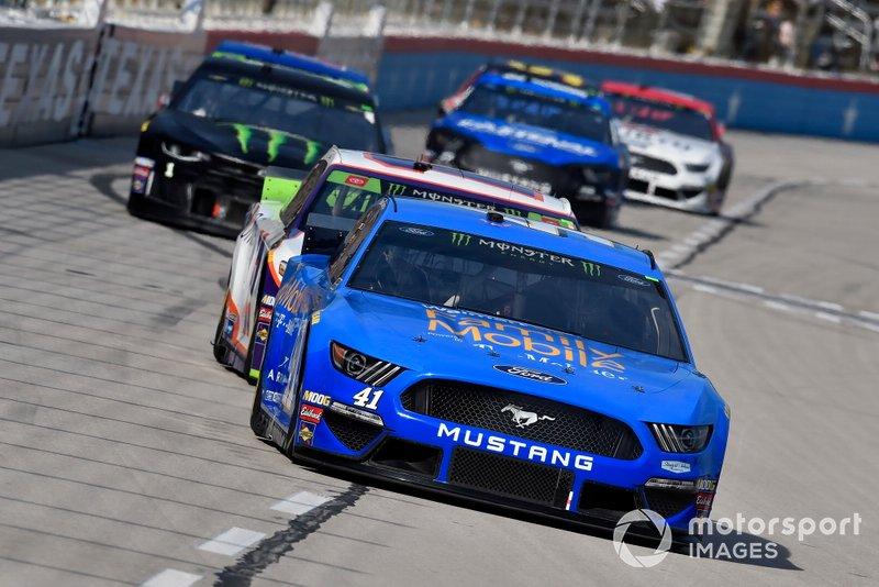 Daniel Suarez, Stewart-Haas Racing, Ford Mustang Walmart Family Mobile