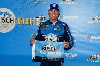 Pole sitter Kevin Harvick, Stewart-Haas Racing, Ford Mustang Busch Beer / Ducks Unlimited