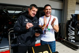 Guenther Steiner, Team Principal, Haas F1, con Trevor Noah, Today Shows
