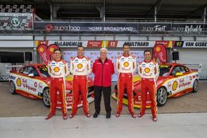 Gruppenfoto DJR Team Penske: Tim Slade, Scott McLaughlin, Fabian Coulthard, Tony D'Alberto, mit Dick Johnson