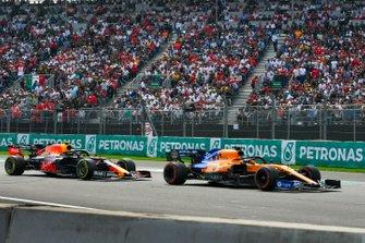 Carlos Sainz Jr., McLaren MCL34 and Alex Albon, Red Bull RB15