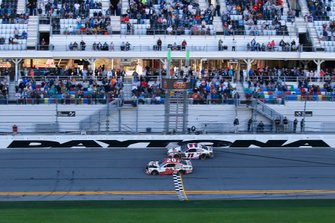 Erik Jones, Joe Gibbs Racing, Toyota Camry Sports Clips and Denny Hamlin, Joe Gibbs Racing, Toyota Camry FedEx Express take the checkered flag
