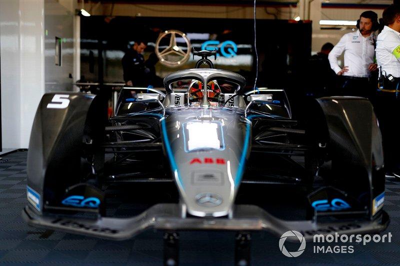Stoffel Vandoorne, Mercedes Benz EQ Formula, EQ Silver Arrow 01 in the garage