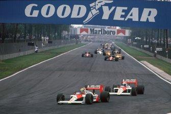 Ayrton Senna, McLaren MP4/4 Honda, precede Alain Prost, McLaren MP4/4 Honda, al GP del Messico del 1988