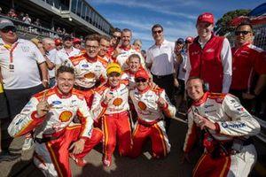 Race winner Scott McLaughlin, DJR Team Penske Ford with the team