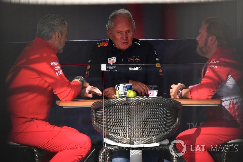Maurizio Arrivabene, director de Ferrari, Dr Helmut Marko, consultor de Red Bull y Gino Rosato, Ferrari