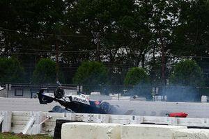 Crash: Pietro Fittipaldi, Dale Coyne Racing Honda, James Hinchcliffe, Schmidt Peterson Motorsports Honda