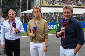 Martin Brundle, Sky TV, Nico Rosberg, et Simon Lazenby, Sky TV sur la grille