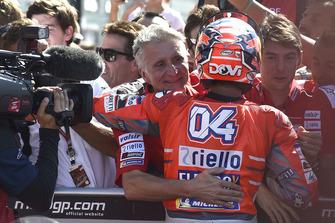 Переможець гонки Андреа Довіціозо, Ducati Team, Паоло Чіабатті, спортивний директор Ducati Corse