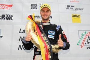 #694 BMW M235i Racing Cup: Tristan Viidas