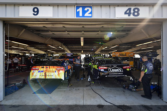 Chase Elliott, Hendrick Motorsports, Chevrolet Camaro SunEnergy1, Jimmie Johnson, Hendrick Motorsports, Chevrolet Camaro Lowe's for Pros