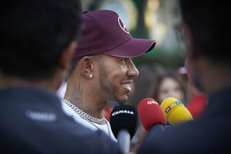 Lewis Hamilton, Mercedes AMG F1, parle aux médias