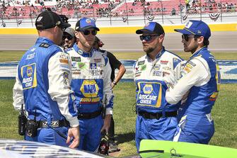 Chase Elliott, Hendrick Motorsports, Chevrolet Camaro NAPA Auto Parts e la sua crew