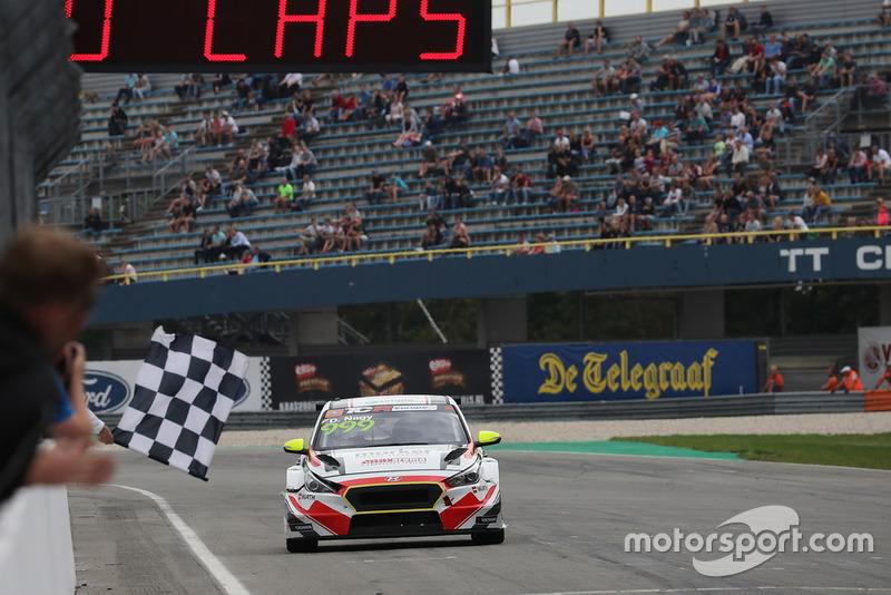 Il vincitore della gara Dániel Nagy, M1RA Hyundai i30 N TCR
