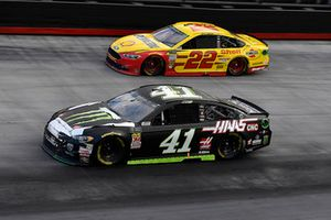 Kurt Busch, Stewart-Haas Racing, Ford Fusion Monster Energy / Haas Automation and Joey Logano, Team Penske, Ford Fusion Shell Pennzoil