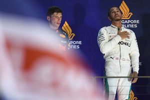 Podyum: 2. Max Verstappen, Red Bull Racing, Yarış galibi Lewis Hamilton, Mercedes AMG F1