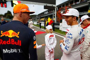 Max Verstappen, Red Bull Racing, talks to Pierre Gasly, Toro Rosso, on the grid