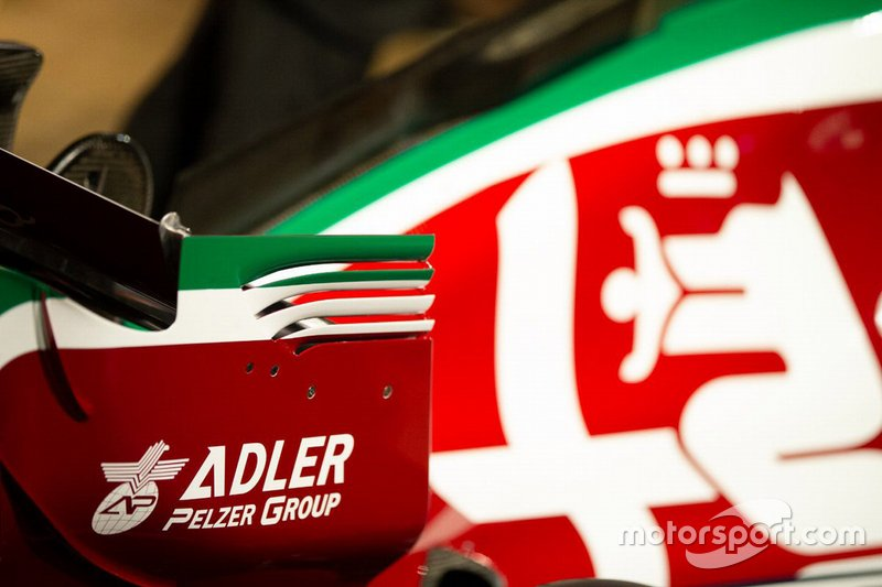 Автомобиль Alfa Romeo Racing C38 в новой ливрее к Гран При Италии