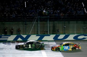 Ganador Kurt Busch, Chip Ganassi Racing, Chevrolet Camaro Monster Energy, Kyle Busch, Joe Gibbs Racing, Toyota Camry M&M's
