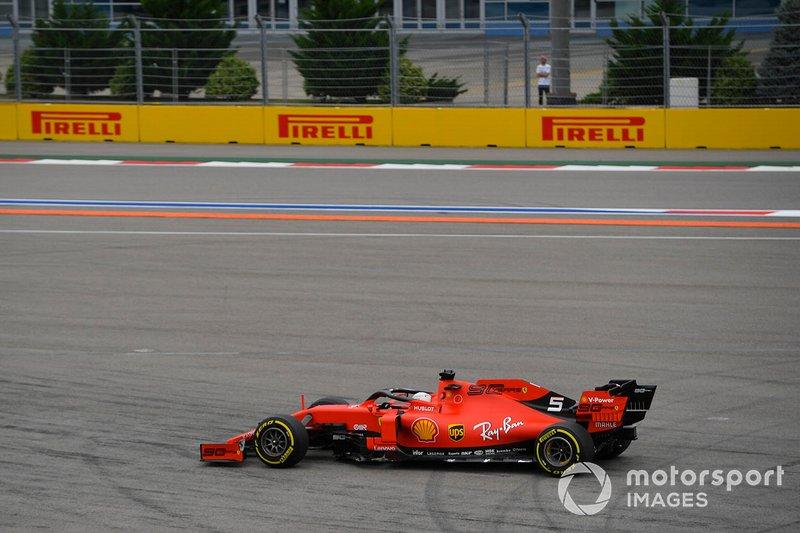Sebastian Vettel, Ferrari SF90, va largo