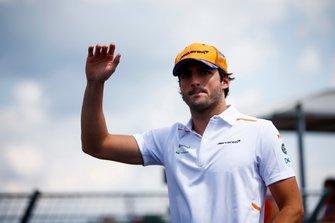 Carlos Sainz Jr., McLaren on the drivers parade