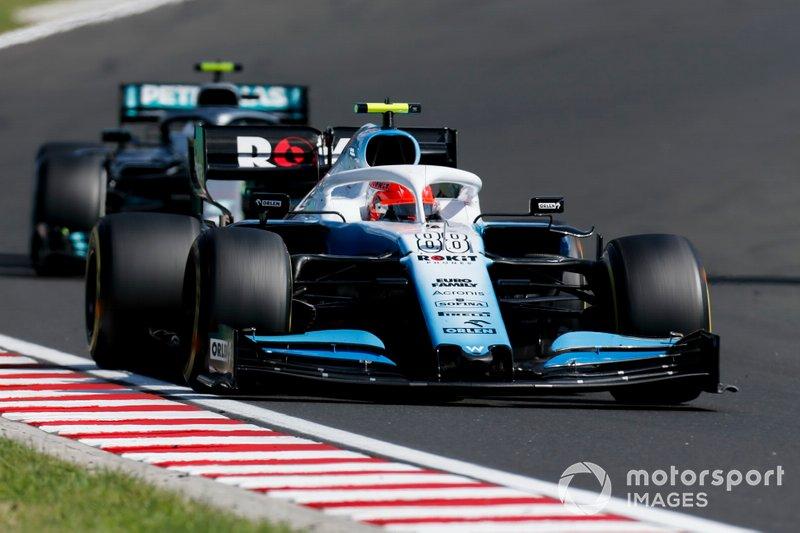 Robert Kubica, Williams FW42, lidera Valtteri Bottas, Mercedes AMG W10