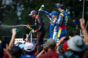 Will Power, Team Penske Chevrolet, Felix Rosenqvist, Chip Ganassi Racing Honda, Alexander Rossi, Andretti Autosport Honda sur le podium
