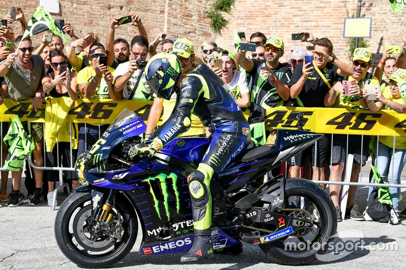 Valentino Rossi, Yamaha MotoGP Racing en las calles de Tavullia