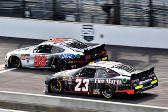 Chase Briscoe, Stewart-Haas Racing, Ford Mustang Ford Performance and John Hunter Nemechek, GMS Racing, Chevrolet Camaro Fire Alarm Services, Inc.