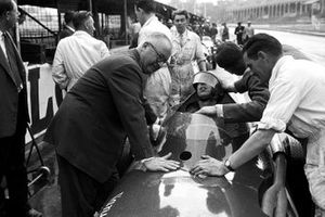 Tony Brooks, Vanwall y Stirling Moss, Vanwall