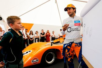 Carlos Sainz Jr with a young fan on the McLaren stand
