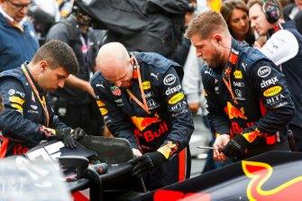 Red Bull-monteurs op de grid