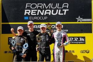 Подиум: Виктор Мартинс, MP Motorsport, Петр Птацек, Bhaitech, и Оскар Пиастри, Arden