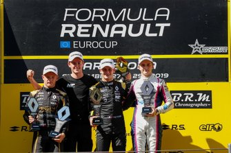 Podio: Victor Martins, MP Motorsport, Petr Ptacek, Bhaitech, Oscar Piastri, Arden