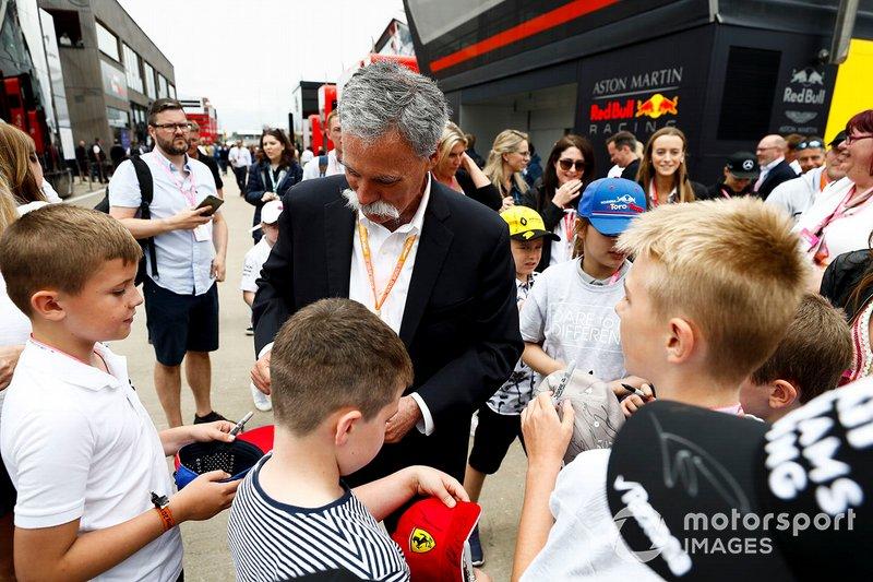 Chase Carey, Chairman, Formula 1, incontra alcuni fan