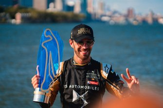 Jean-Eric Vergne, DS TECHEETAH celebrates with the championship trophy