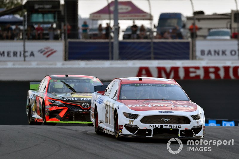 Paul Menard, Wood Brothers Racing, Ford Mustang Motorcraft / Quick Lane Tire & Auto Center and Martin Truex Jr., Joe Gibbs Racing, Toyota Camry Bass Pro Shops