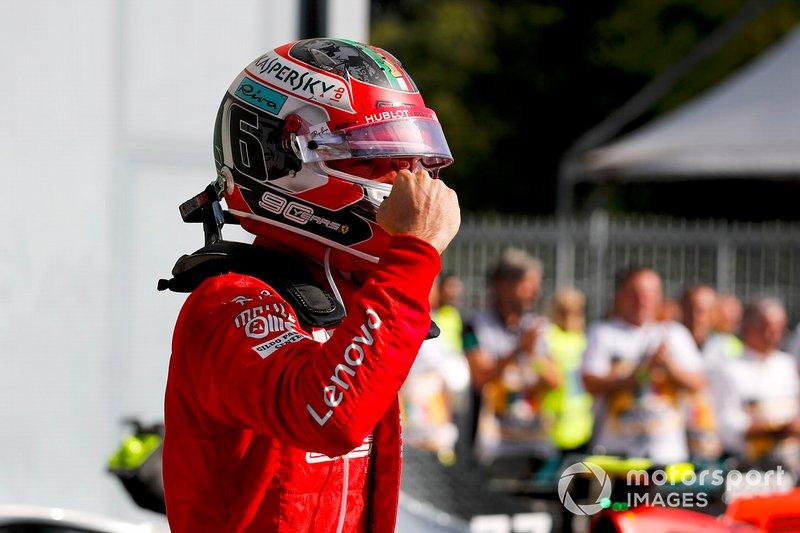 El ganador de la carrera Charles Leclerc, Ferrari celebra en el Parc Ferme