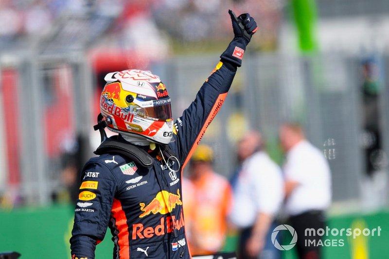 Max Verstappen, Red Bull Racing, festeggia dopo essersi assicurato la sua prima pole position in F1