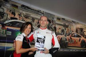 Bashar Mardini, GDL Racing, viene premiato da Valentina Albanese