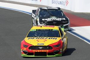 Joey Logano, Team Penske, Ford Mustang Shell Pennzoil/Autotrader, Ty Dillon, Germain Racing, Chevrolet Camaro GEICO Military