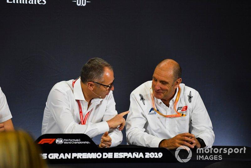 Stefano Domenicali y Bruno Michel en la rueda de prensa de los nuevos neumáticos de F2