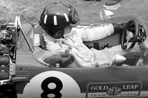 Pole sitter Graham Hill, Lotus 49B prepares for the start of the race