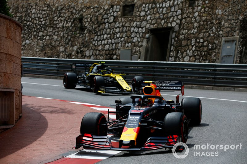 Pierre Gasly, Red Bull Racing RB15, leads Nico Hulkenberg, Renault R.S. 19